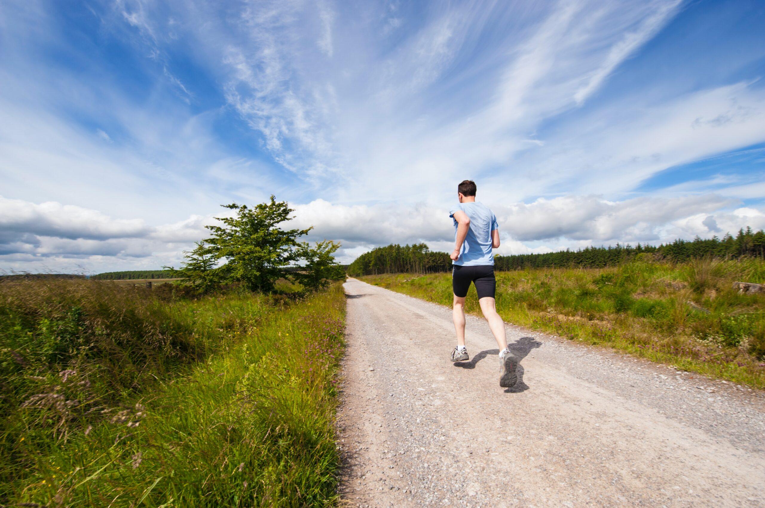 6 Manfaat Olahraga Lari Pagi Bagi Kesehatan Tubuh