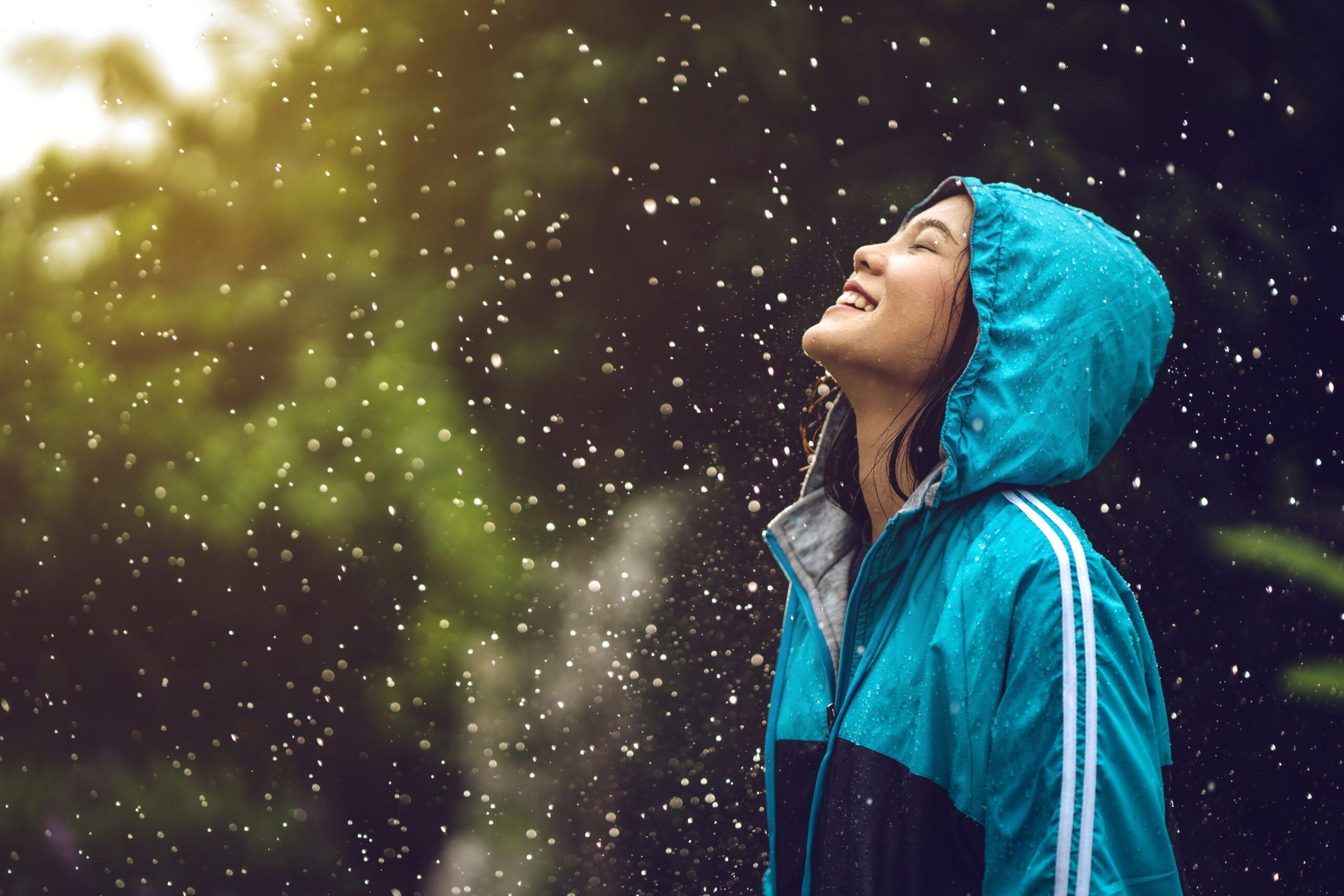 7 Kiat Ampuh Menjaga Tubuh Tetap Aktif Saat Musim Hujan